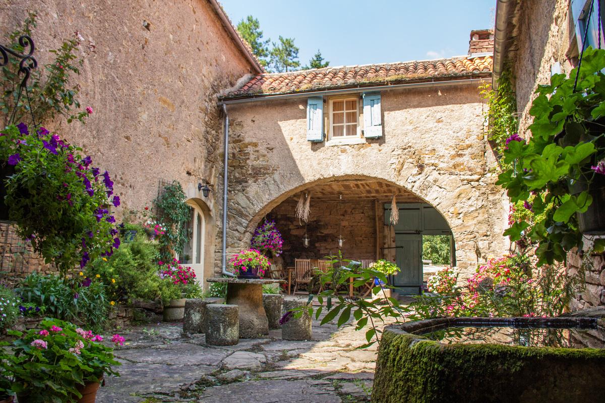 Guest rooms - brousse le chateau